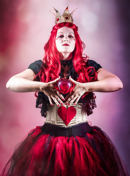 Red Queen contact juggler